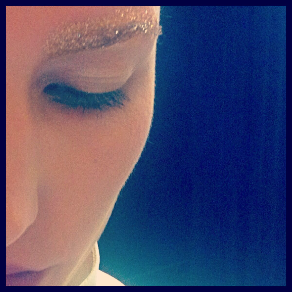 Golden glitter eyebrows for Christmas My work as a make-upartist