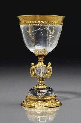 - Cpoa de cristal de roca y oro . Siglo XVll . Italia