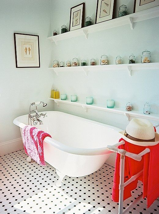 Small Bathrooms With Big Style White Bathrooms Towels And - Big towels for small bathroom ideas