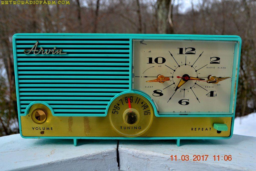 """AQUAMARINE Mid Century Retro Vintage 1959 Arvin Model 5583 AM Tube Clock Radio Rare!DIMENSIONS: Approximately 13"""" x 5"""" x 7"""" (l x w x h)COLOR:Aquamarine turquoi"""