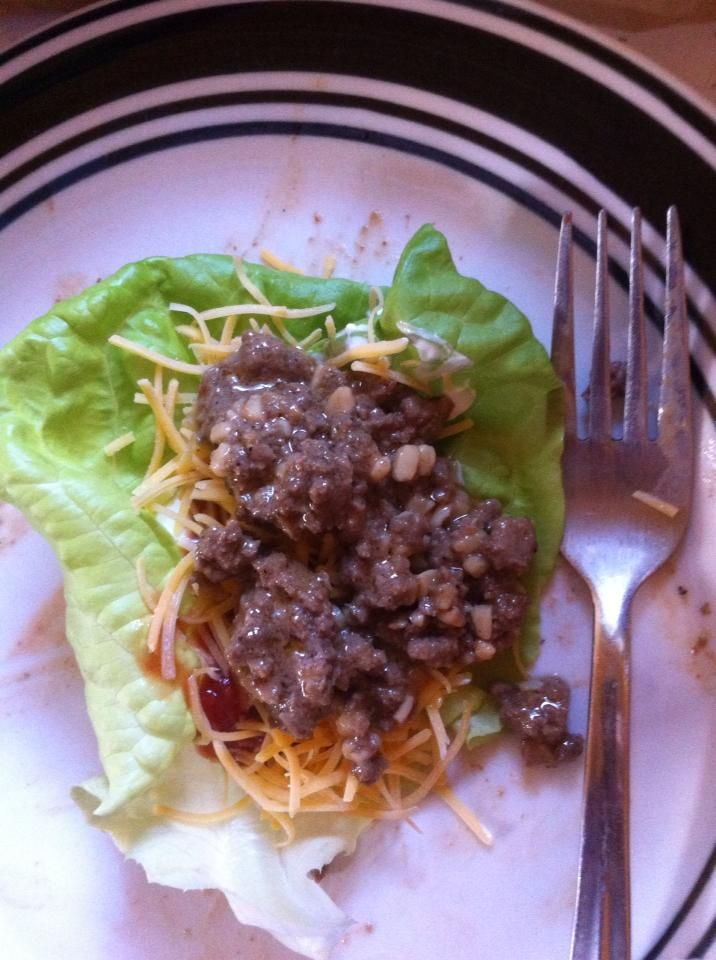 sweet and spicy lettuce leaf taco 1 lightly coat a frying pan with your choice of cooking oil 2 Add 1lb of ground beef, 3 tablespoons of worcestershire sauce, minced garlic (I add 3 tablespoons, but you can add less if desired) 3Leave on low heat until the meat is cooked, stir occasionally 4add 4 tablespoons of 1,000 island dressing, add ground black pepper to taste, add hot sauce to taste 5 spread out a large lettuce leaf add sour cream salsa cheese and the beef on top of the leaf