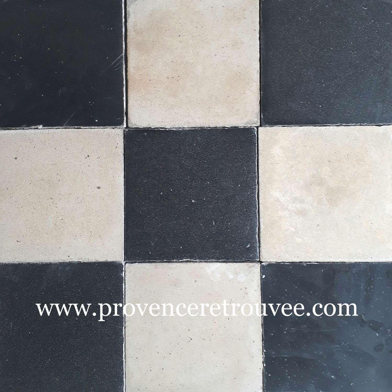Carrelages De Ciment Anciens Blanc Et Noir Poses En Damier Provenceretrouvee Carreaux De Ciment Anciens Carreau De Ciment Carreaux De Ciment Noir Et Blanc