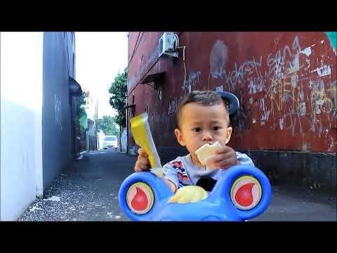 Bayi Lucu Bermain Sepeda Baby Ali Sedan Bersepeda Ic Foto