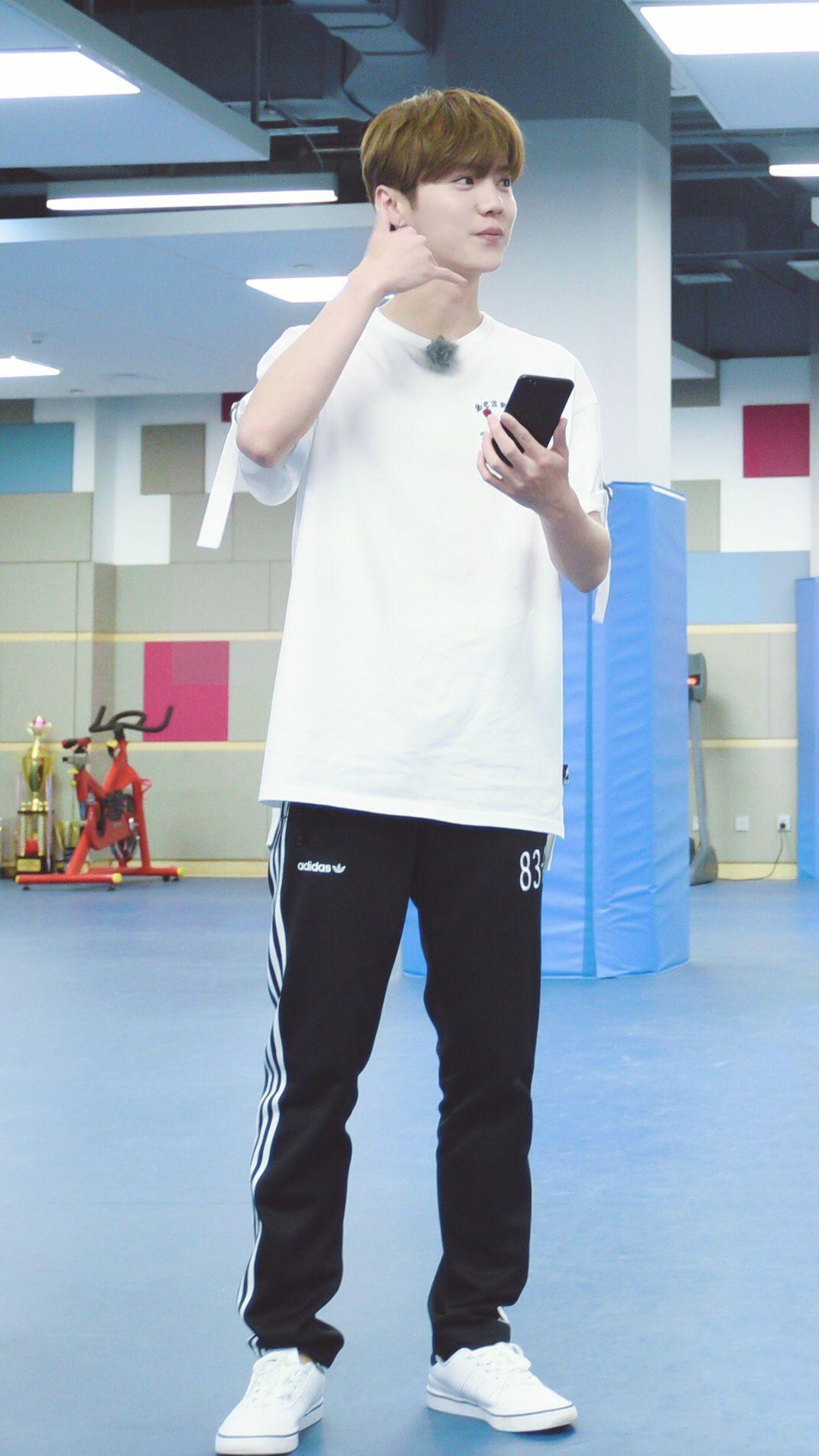 "Luhan 鹿晗 on ""Date Superstars"""
