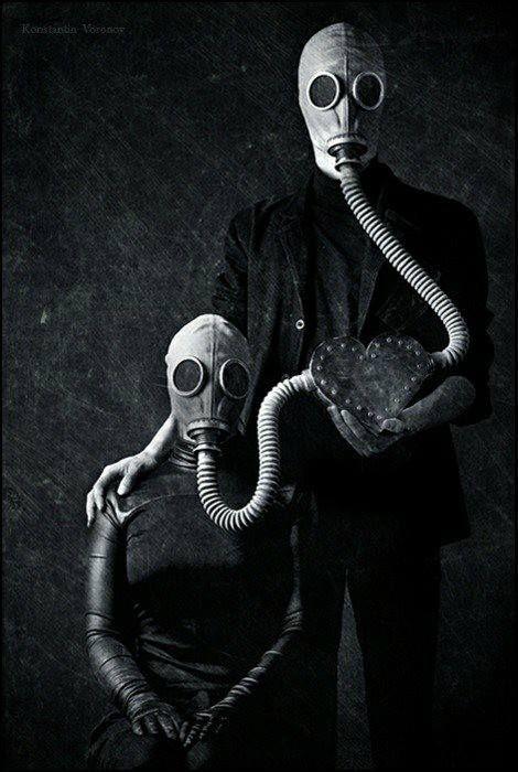 Gas mask\  http://mrdoomsdayprepper.com/