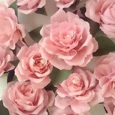 18 t tes de roses 7 cm en papier cr pon avec perles mariage d coration fleurs en papier. Black Bedroom Furniture Sets. Home Design Ideas