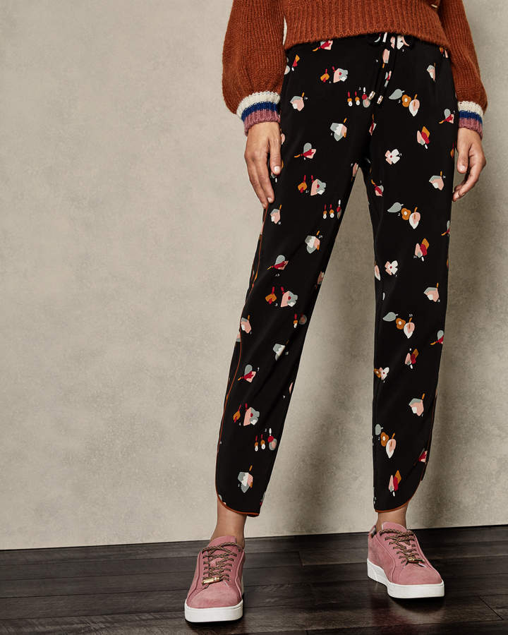 775239257a891 Ted Baker FLISIE Floral printed joggers