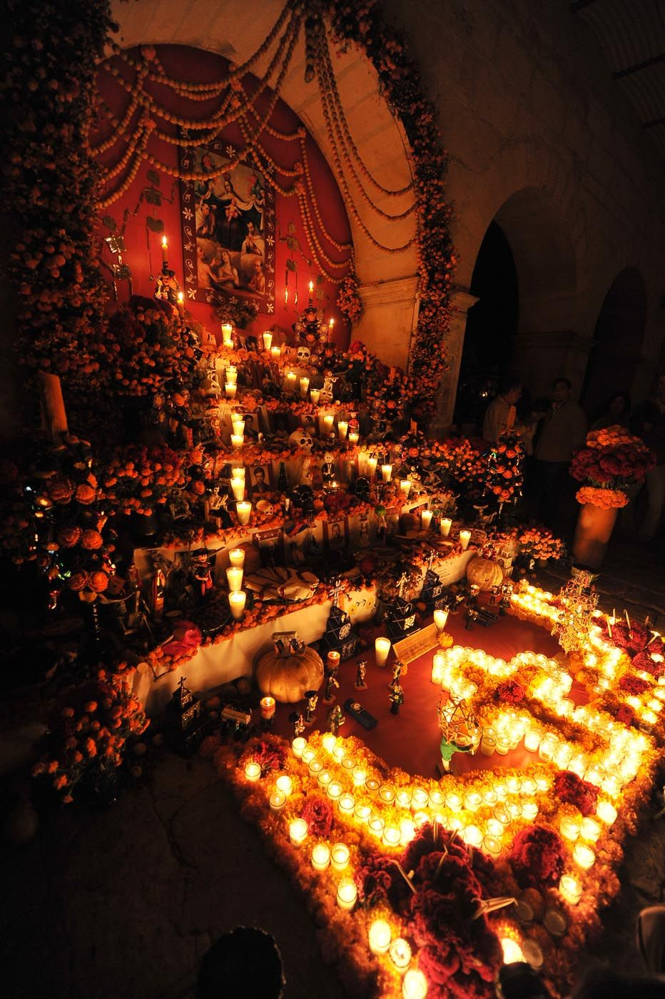 Resultado de imagen para ofrendas de dia de muertos patzcuaro