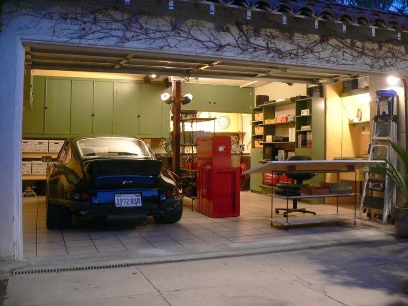 The 12 gauge garage the garage journal board garage for Garage automobile salon provence