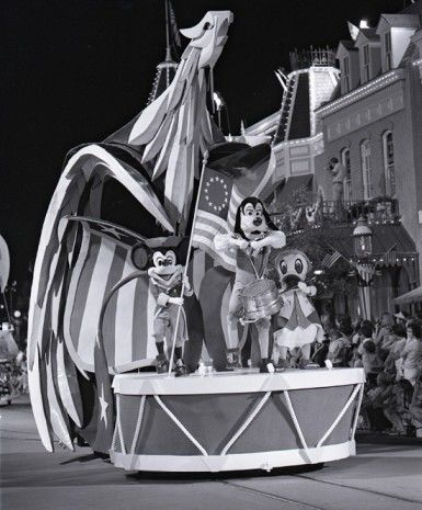 Step in Time: 1975 America Goes on Parade at Magic Kingdom Park  tami@goseemickey.com