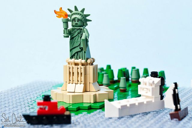 PEZ Pictures and Prices: LEGO Statue of Liberty with 2882 pieces ...