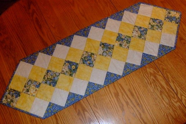 free quilted table runner patterns | This fast and simple table ... : free pattern for quilted table runner - Adamdwight.com