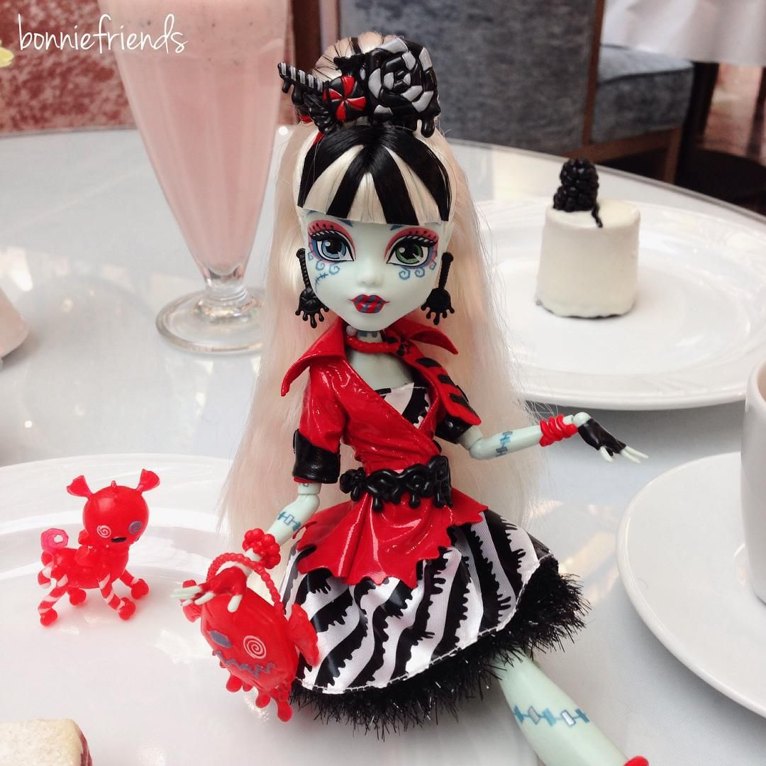 """#FrankieStein #SweetScreams #MonsterHigh. ФрэнкиШтейн из серии #СладкиеКрики. Обожаю эту серию. #monsterhighdoll #toyphotography #doll #instadoll…"""