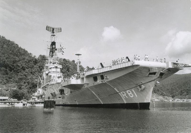 Peter Glas on | Naval Ships Vliegdekschip, Militaire