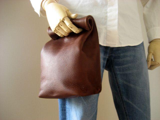 """紙袋のような革袋""""Sack"""" バレンシアブラウン by Aging Inc. http://xc522.eccart.jp/d558/item_detail/itemCode,sack_BR01/"""