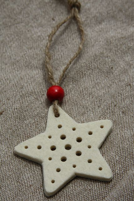 cut this decoration from 3mm wool felt and used a leather punch to make the holes.