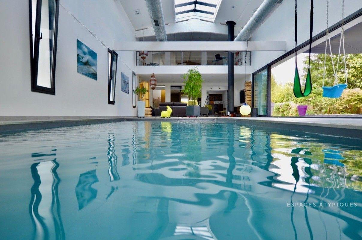 Faire Construire Une Piscine Intérieure yvrac : maison esprit loft avec piscine intérieure - agence