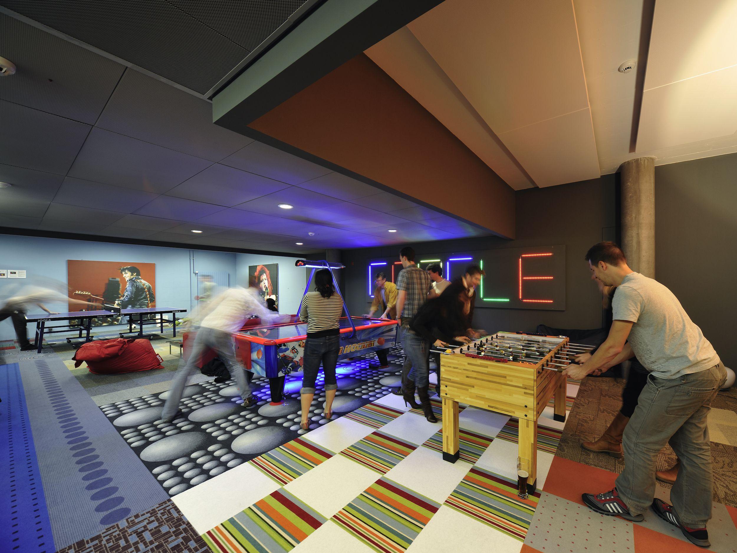 Google office zurich games lounge googlezurich office for Office design game