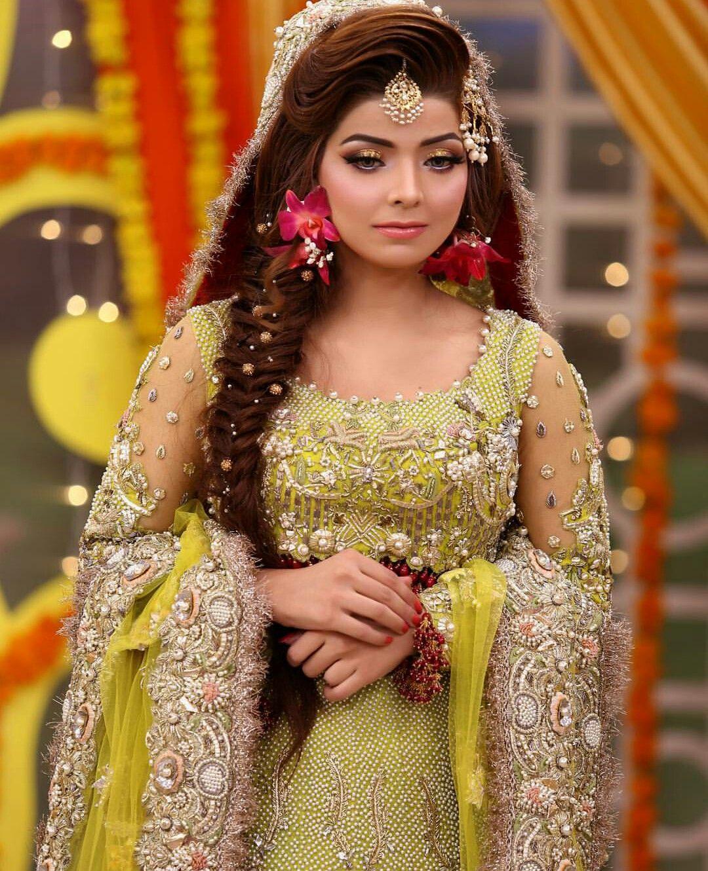 Hairstyles Pakistani Mehndi: Idea By 👑mar U.j👑 On Mehndi Brides Makeup Hair