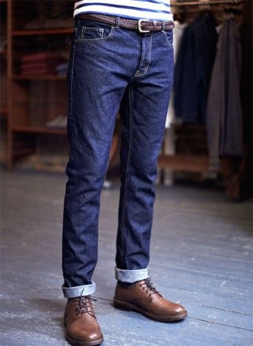 well-fitted jeans / brown leather belt / brown shoes
