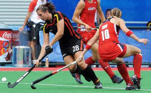 Field Hockey U S Women Lose To Germany Field Hockey Hockey Sportsmanship