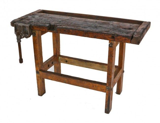 madera de Principios del Siglo 20 americanos industrial degradado y desgastado roble estacionaria de Cuatro patas Banco de Trabajo tienda co ...