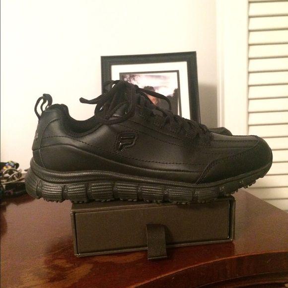 57e6d26b57 Fila Women's Black Non Slip Work shoe Like new only worn once Fila ...