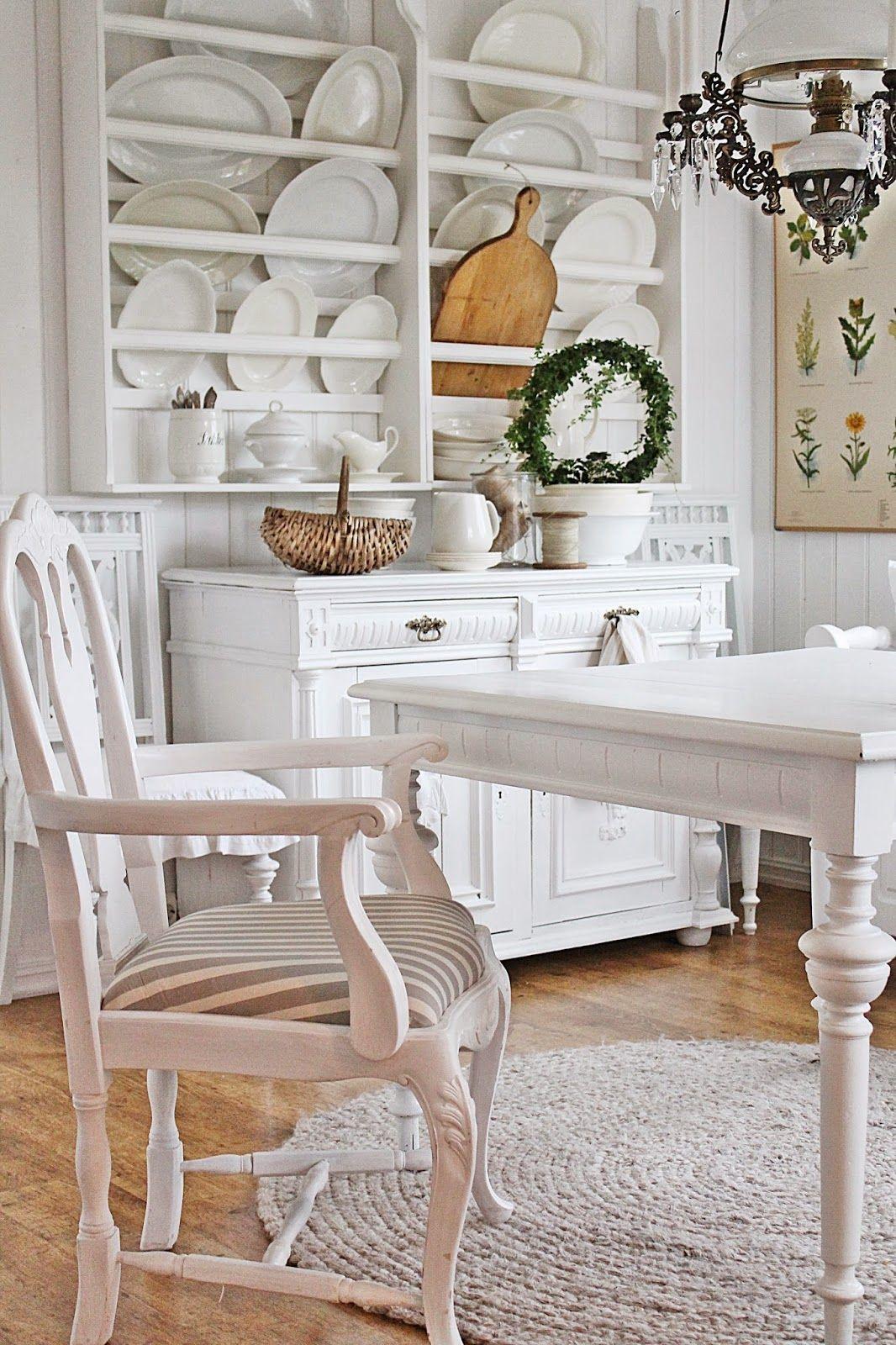Natur & hvitt,fortsatt en favoritt !  white kitchen VIBEKE DESIGN