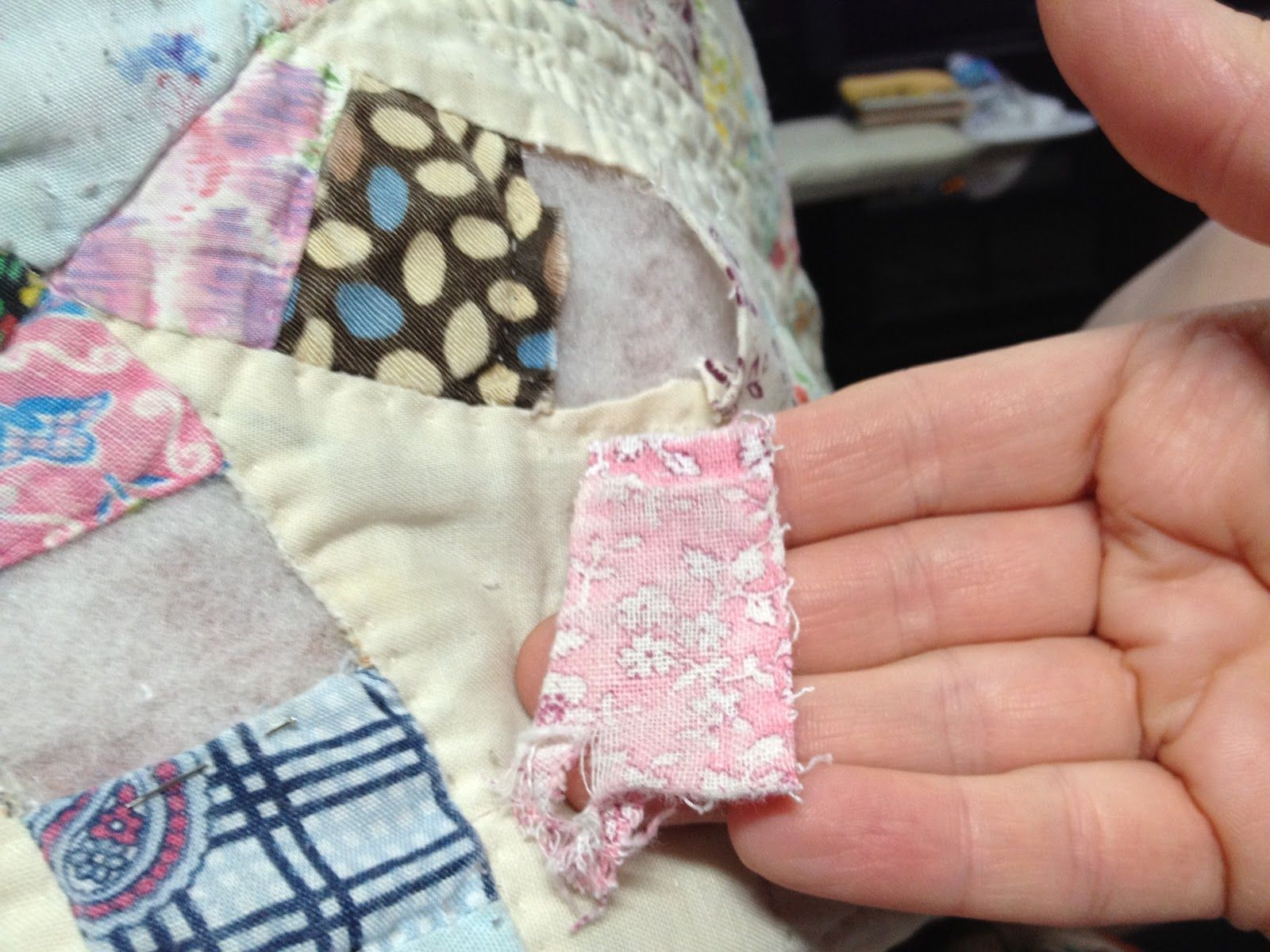 Fresh Tutorial for Repairing a Quilt I have a quilt or two that could use Diy Wedding QuiltWedding Ring