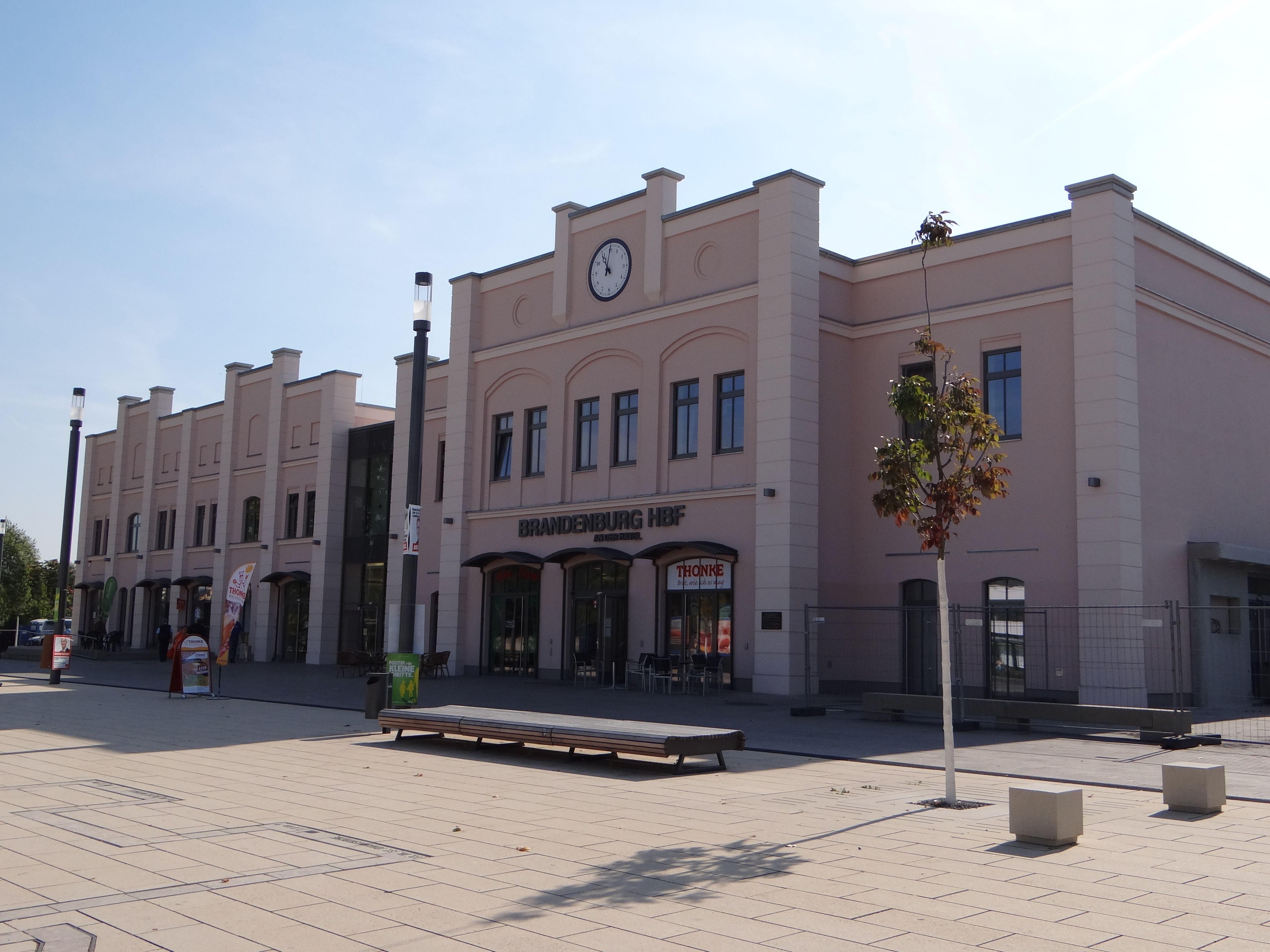 Bahnhofsgebaude Von Brandenburg An Der Havel Hauptbahnhof Brandenburg Hauptbahnhof Brandenburg Hauptbahnhof Deutschland
