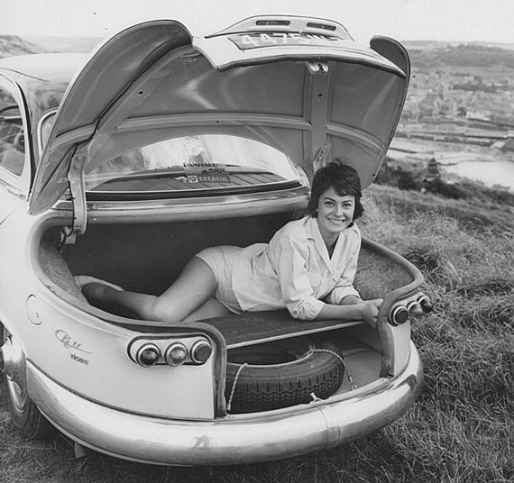 '59-Panhard-PL17, chick in a boot.