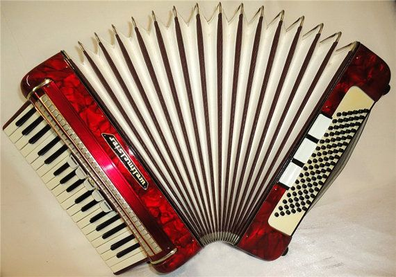 Nice Piano ACCORDION WELTMEISTER 96 bass  Made in by