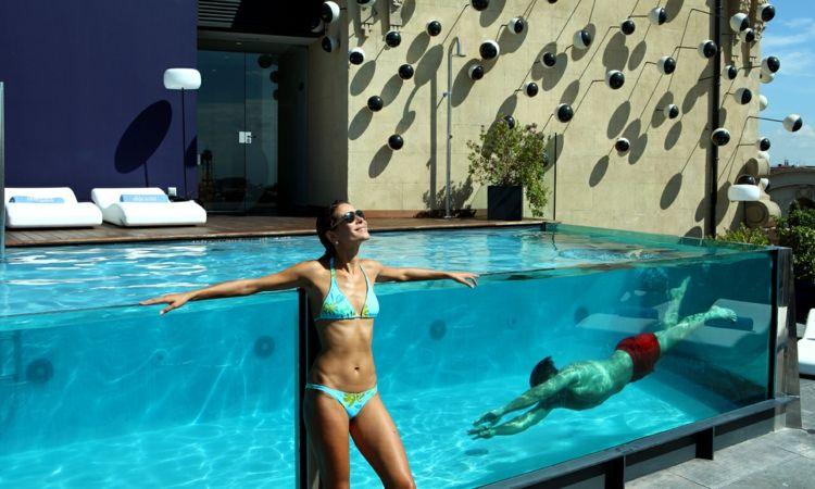 Piscina con paredes de cristal interior design pinterest piscinas de fibra de vidrio - Cristales para piscinas ...