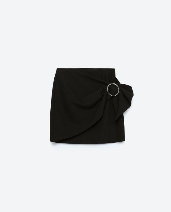 64ce02f31 Falda mini pareo negra con hebilla de ZARA (AW16-17) comprado en ...
