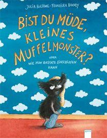 Ein weiteres Buch mit dem niedlichen Muffelmonster, das mit einer Geschichte rund ums ins Bett gehen zu unterhalten weiß. Nur gut, dass kleine Kinder auch ohne Papas Müffelsocke einschlafen können ...
