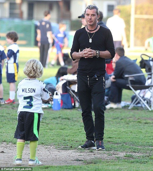 Gavin Rossdale Takes Sons Kingston And Zuma To A Flag Football Game Flag Football Games Flag Football Sports Dad
