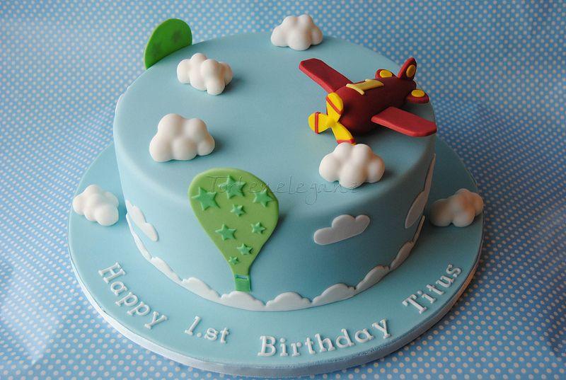 Hellblaue Flugzeug Torte Fur Titus 1 Geburtstag Mit Wolken