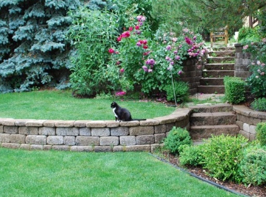 37 Gorgeous Front Yard Retaining Wall Ideas Perfect For Your Front House Trendehouse Tiered Garden Garden Design Low Retaining Wall Ideas