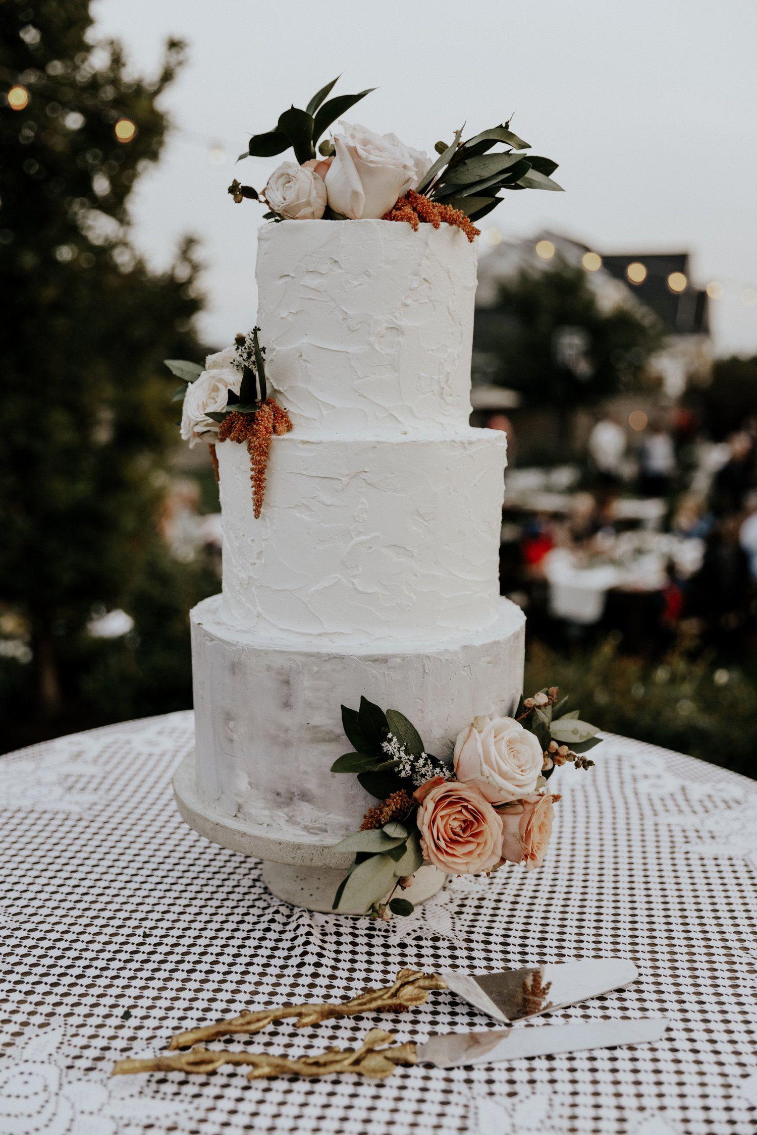 Www Thepottedpansy Com Utah Wedding Cake Floral By The Potted Pansy Floral Wedding Cakes Mexican Wedding Cake Wedding Cake Table