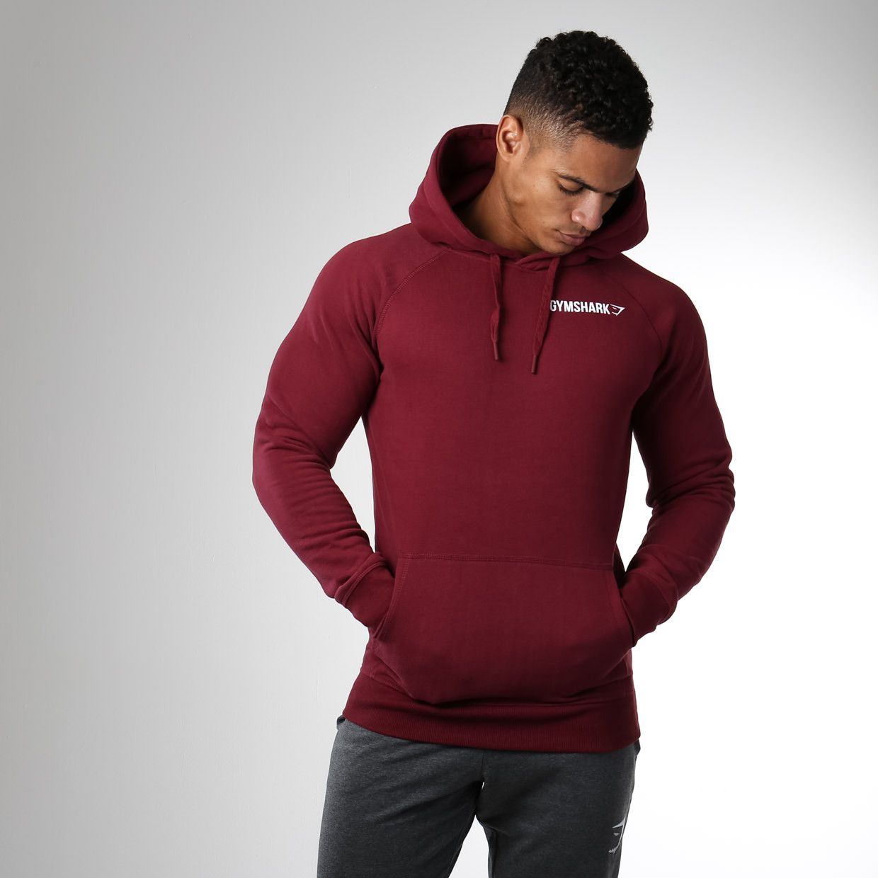 Gymshark Crest Pullover Hoodie - Port,  40. The perfect cover up as the  weather 69deabfa337b