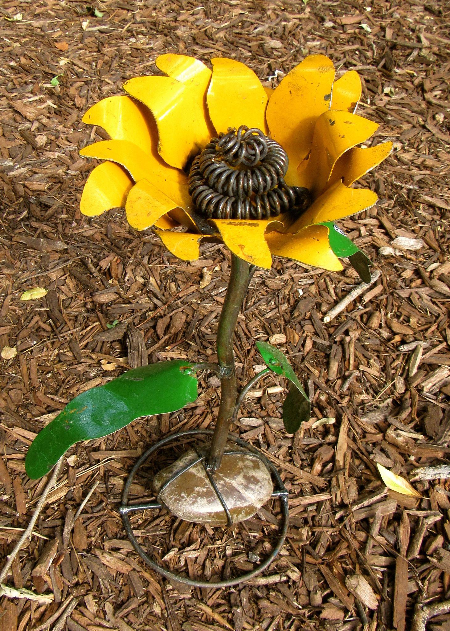 Poppy flower stake garden art poppy strong metal yard art flower - Yard Art Metal Sunflower Sculpture