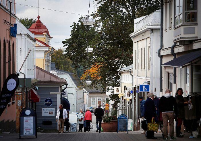 Kävelykatu Kuninkaankatu on Tammisaaren ostoskatu.