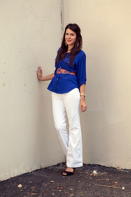 Bright royal blue top, white pants and a pretty scarf as a belt ...
