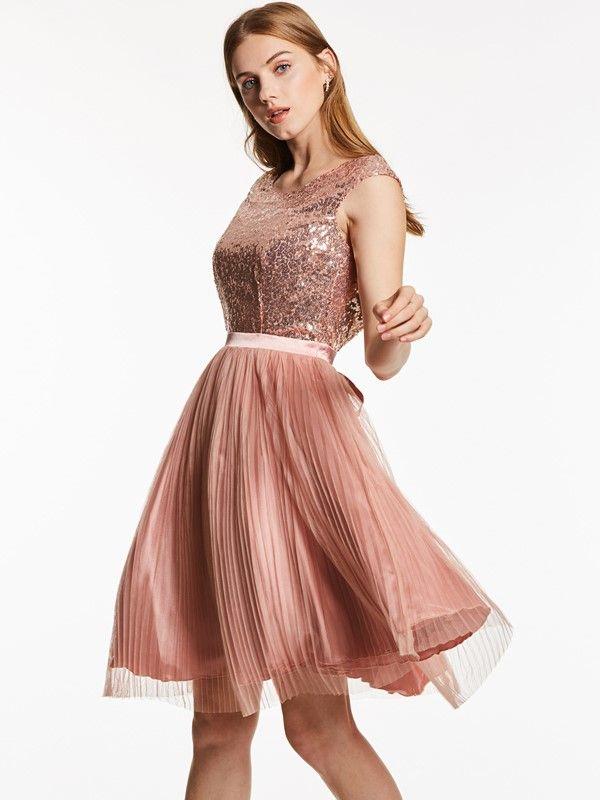 Scoop Neck Backless Sequins Knee-Length Cocktail Dress #backlesscocktaildress