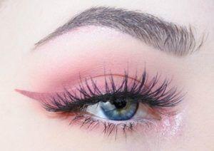 35 Pink Eye Makeup Looks  #Pink #Eyes #Makeup #Eyeshadow #glitter #subtle #bold #rosegold #EyeMakeupBlue
