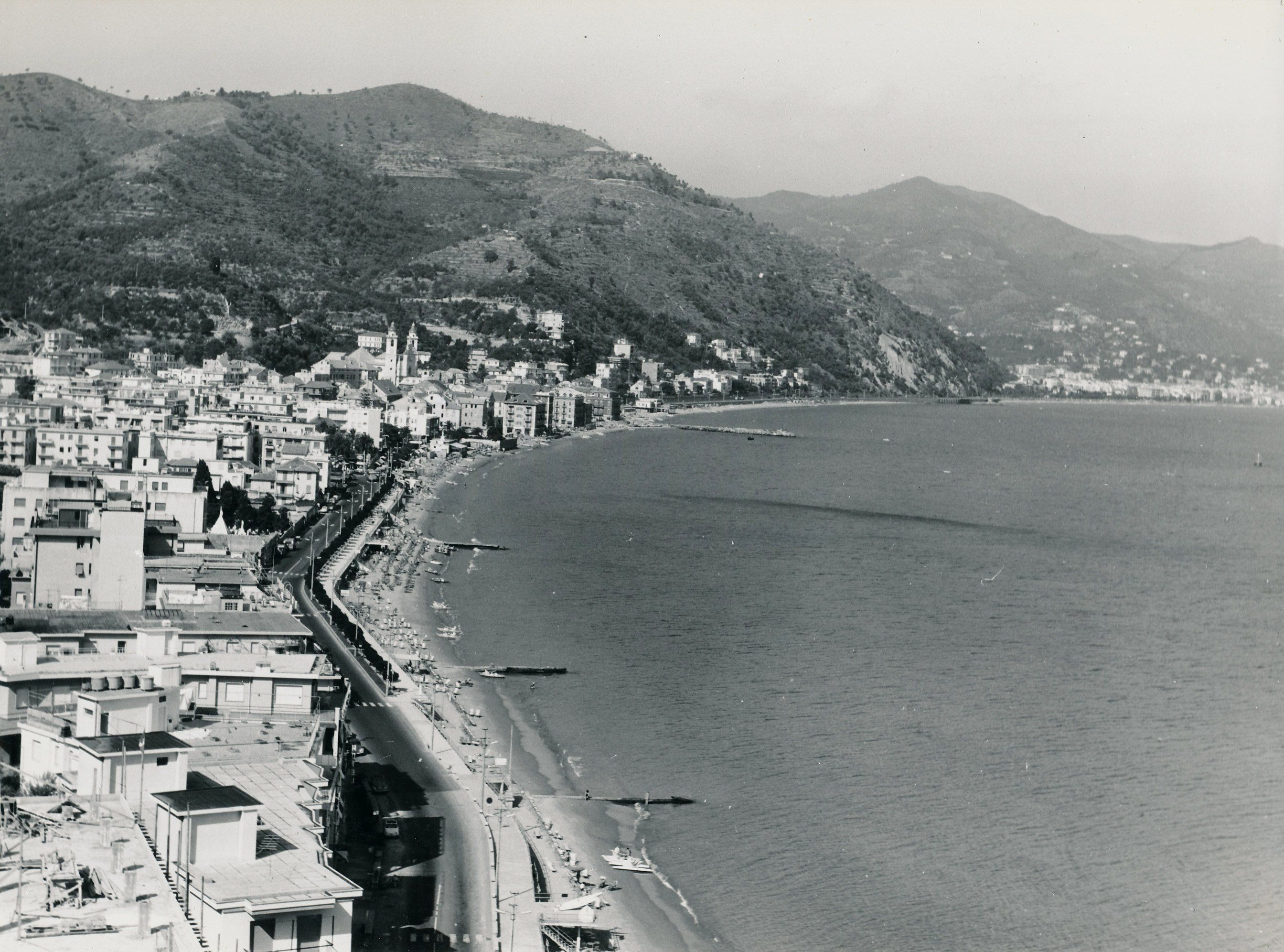 Panoramica della spiaggia di Laigueglia verso Ponente ...