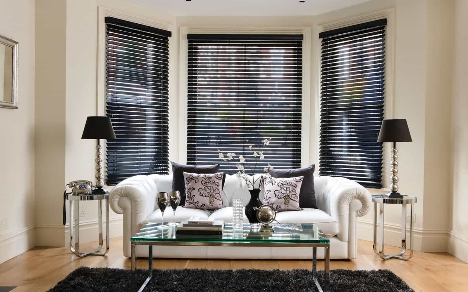 Fantastic And Good Bay Window Blinds En 2020 Avec Images Store Venitien Store Bois Store Aluminium