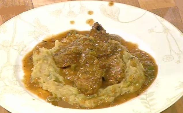 Recette de boeuf (veau) sofrito comme à Corfou (Grèce) Cuisinez de fines tranches de boeuf (rumsteck) aromatisées à l'ail, au persil, au vinaigre, cuites à l'huile d'olive, tendrement mitonné dans sa sauce. Ce plat traditionnel est cuisiné à Corfou, célèbre île grecque. Un met grec, facile à cuisiner, parfumé, qui reste compatible avec un régime sans gluten.