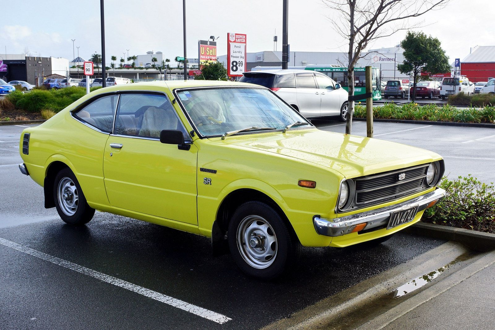 1977 Toyota Corolla Sr At The Supermarket This Morning Auckland Nz Toyota Corolla Classic Cars Toyota