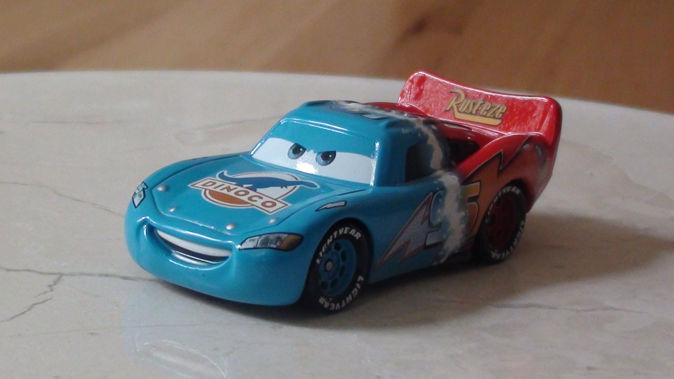 Transforming Lightning McQueen Unboxing and Discussion - Pixar Cars ...